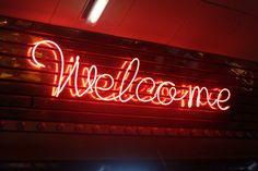 ini contoh lampu neon sign
