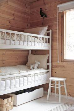 my scandinavian home: A Finnish log cabin - bunk beds Home Bedroom, Kids Bedroom, Rustic Bunk Beds, Bunk Rooms, Bedrooms, Scandinavian Home, Scandinavian Bunk Beds, Kid Spaces, House Design