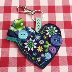 Super cute key chains via Polka at Luulla Felt Fabric, Fabric Scraps, Key Rings To Make, Point Lace, Contemporary Quilts, How To Make Buttons, Leather Flowers, Love Valentines, Diy For Teens