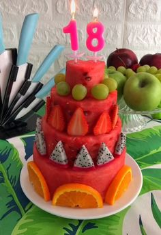 Wassermelonenkuchen - New Sites Fruit Cake Watermelon, Fresh Fruit Cake, Fruit Salad, Fruit Kabobs, Cake Made Of Fruit, Watermelon Carving Easy, Shark Watermelon, Watermelon Sticks, Carved Watermelon