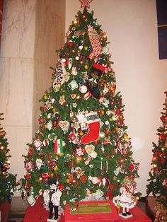 Christmas Trees Around the World: Hungarian Christmas Tree