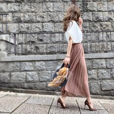 Smart Dress, Street Snap, Office Attire, White Style, Fashion Outfits, Womens Fashion, Style Me, Midi Skirt, Summer Outfits