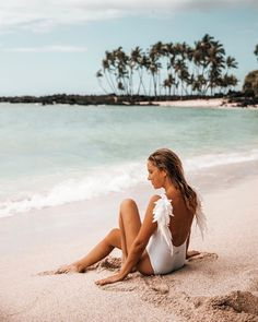 As promised from our stories, the location of this gorgeous secret beach on the Big Island (with not many people!), so you can save this… Beach Poses, Big Island, Beach Pictures, Spring Break, Hawaii, Usa, People, Photos, Instagram