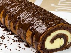 "Ruladă ""Zi și noapte"" – o adevărată capodoperă culinară Romanian Desserts, Romanian Food, Waffle Cake, Christmas Dishes, French Desserts, Dessert Drinks, Eat Dessert First, Sweets Recipes, Something Sweet"