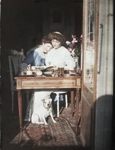 Claire et Ninette Salles  Description :  Fille et petite fille de Gustave Eifffel Fonds Gustave Eiffel  Auteur :  Anonyme