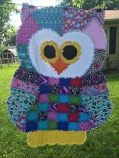 This adorable OWL rag quilt will be loved by young and old alike! This rag quilt is made of cotton fabrics and lined with quilt batting. A generous 48 X 60 is great to snuggle under. It has been pre-washed to start the ragging process. Rag Quilt Patterns, Owl Patterns, Blanket Patterns, Owl Quilts, Baby Quilts, Owl Bags, Baby Patchwork Quilt, Crochet Baby Toys, Felt Owls