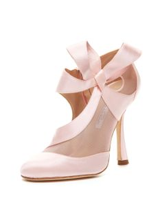 Baltic CDC Bootie by Oscar de la Renta at Gilt Darling shoe.but NOBODY should be wearing heels! Baltic CDC Bootie by Oscar de la Renta at Gilt Darling shoe.but NOBODY should be wearing heels! Pretty Shoes, Beautiful Shoes, Cute Shoes, Me Too Shoes, Pink Wedding Shoes, Pink Shoes, Bridal Shoes, Bridal Gown, Bridal Hair