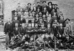 Munkások csoportképe (1916) - Forrás: fortepan.hu