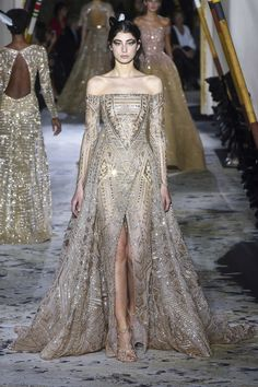 Zuhair Murad Spring 2018 Couture collection, runway looks, beauty, models, and reviews.