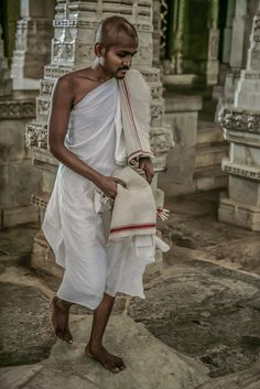 Mother India, Jain Temple, Indian Outfits, Human Geography, Culture, Sri Lanka, Mini Albums, Blue Green, Asian