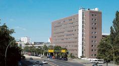 Das Bürogebäude der Investitionsbank an der Bundesallee in Berlin soll zur neuen Erstaufnahmestelle werden. Foto: Kai-Uwe Heinrich