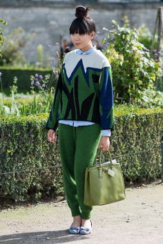 Susie Bubble green knit, cuffed pants--looks like grass. Hi please dont forget Best Twitter Application http://fluppy.me