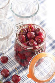 « Quelle belle complicité entre les fruits et le kirsch ! L'alcool, cela tempère le goût sucré. » Christine Ferber Cocktails, Drinks, Christine Ferber, Fruit, Cherry, Treats, Vegetables, Liqueurs, Desserts
