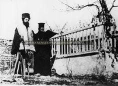 Ὁ Γερμανὸς Καραβαγγέλης, τελεῖ μνημόσυνο στὸν τάφο τοῦ Παύλου Μελᾶ.