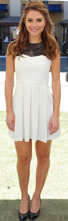 Who made  Maria Menounos' white pleated dress with black lace?