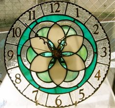 decorative clock Stained Glass Suncatchers, Stained Glass Crafts, Glass Painting Patterns, Wall Watch, Clock Decor, Iphone Wallpaper, Diy Projects, Crafty, Stone