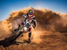 1600x1200 Wallpaper motorcycle, race, dust, rider, sport