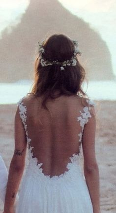 omg , beach wedding with this dress .. PERFECT .