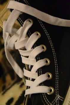 Buty modne od kilku sezonów, wciąż nie tracą na popularności. Ponadczasowe, zwyczajne lecz uwielbiane przez pokolenia - trampki!  #producenteleganckiejodzieży