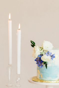 Floral and Watercolor One Tier Wedding Cake with Fresh Flowers   Heather Mills Photography   http://heyweddinglady.com/elegant-watercolor-wedding-shoot-bold-cobalt-blue/