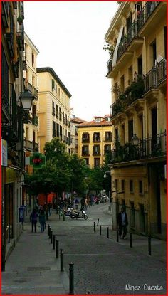 Madrid -Calle Sombrete in Lavapiés - Lavapiés was one of the two Jewish Quarters… Beautiful World, Beautiful Places, Spanish Architecture, Spain And Portugal, Continents, City Streets, Greece, Street View, Island
