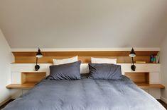 Tête de lit en sous-pente réalisée sur mesure