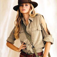RL safari style -- does it come with the ripped sleeve?