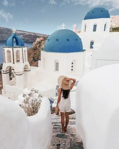 A complete guide to Santorini and the Greek Islands. Includes the travel tips, the best beaches, hikes, Instagram photo locations, itinerary ideas, sightseeing spots, where to stay, what to eat and more. #mykonos #santorini #greekislands #wanderlust #oia