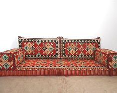 Bohemian floor seating couch 34 ideas for 2019 Living Room Sofa, Living Room Furniture, Floor Couch, Floor Pillows, Diy Ottoman, Bohemian Furniture, Indian Furniture, Floor Seating, Seating Plans
