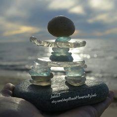Inukshuk, glass art, glass Inukshuk, beachglass, beachglass art, seaglass, seaglass art, beach glass art, sea glass art, Inukshuk art, Inukshuk statue, glass sculpture, Inukshuk sculpture, etsy Sea Glass Beach, Sea Glass Art, Sea Glass Jewelry, Sea Glass Crafts, Sea Crafts, Rock Sculpture, Glass Rocks, Stone Crafts, Land Art