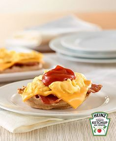 Open-Face Bacon & Egg Sandwich with Ketchup Recipe Bacon And Egg Sandwich, Egg Sandwiches, Bacon Egg, How To Cook Eggs, What To Cook, Ketchup, Oeuf Bacon, Easy Scrambled Eggs, Peameal Bacon