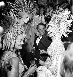 The begum Aga Khan, Jacqueline de Ribes, Aristotle Onassis and Elizabeth Taylor at the Bal Oriental
