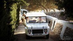{ MissMrs } mucho más que una boda  Boda en el campo #Menorca #coche #Mehari