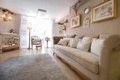 Quarto Bebê Menina Luxury Nursery, Sofa, Couch, Baby Decor, Lightbox, Living Room, Furniture, Wall Art, Design