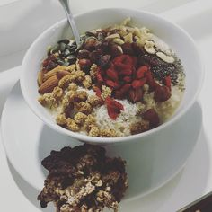 Don't forget to start your day and week properly tomorrow with a bowl of gluten-free Feel Good Porridge or oats-banana cookie (to be eaten here or taken away). They will definitely fill you up for hours with no need for snacking until your next meal! #EatGood #FeelGood #Chingford #london --- Café | Health Hub | Take Away  Vegan  Preservatives-Free Power Food  Soups and Stews  Salads   Smoothies  Vegan Burgers  Vegan Desserts Almond and Hazelnut Lattes  Open 7.30 - 4pm Mon-Fri 8.30 - 4 pm…