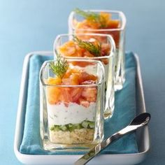 Verrine fraîcheur de saumon au fromage frais, concombre et tuc.