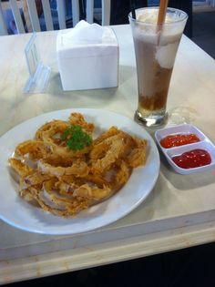 Onion ring with cola float