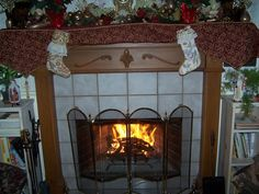 The Dunbar House, 1880 in Murphys, CA is dressed up in its holiday best! What an inviting fire for a cold winter night.