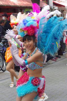 Cute Girl Poses, Cute Girls, Festival Girls, Young Girl Fashion, Black Leather Gloves, Samba, Kobe, Dancer, Vintage Fashion