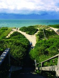 Think #Nantucket travel is too pricey? An expert on Nantucket travel breaks that myth: http://visitingnewengland.com/blog-cheap-travel/?p=3611#