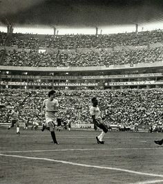 Brazil 3 Romania 2 in 1970 in Guadalajara. Pele was clean through and scored after 19 mins in Group 3 at the World Cup Finals. 1970 World Cup, Fifa World Cup, History Of Soccer, Remo, World Cup Final, Soccer World, School Football, 2 In, Finals