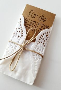 Make tears handkerchiefs yourself - step-by-step instructions - Kirchliche Trauung - Hochzeit Rustic Wedding Dresses, Trendy Wedding, Diy Wedding, Wedding Invitation Cards, Birthday Party Invitations, Wedding Cards, Wedding Planer, Balloons And More, Wedding Handkerchief