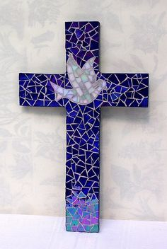 Self cut from MDF board, iridium glass. Mosaic Diy, Mosaic Crafts, Mosaic Projects, Mosaic Glass, Mosaic Tiles, Stained Glass, Mosaic Crosses, Wooden Crosses, Wall Crosses