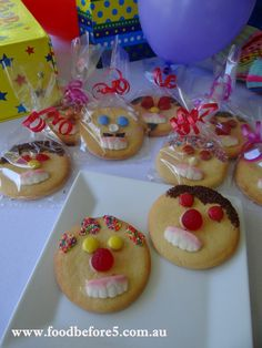 Basic Biscuit Recipe - great for decorating funny faces Rich Tea Biscuits, Cookies Et Biscuits, No Bake Treats, Party Treats, Biscuit Decoration, Cookie Decorating Party, Food Crafts, Bible Crafts, Baking With Kids