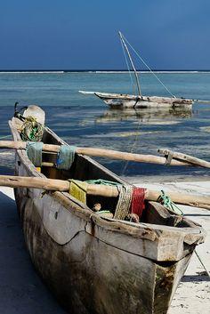 Handmade boats in a lagoon (Zanzibar, Tanzania) - Yatch Fotos Tanzania, Kenya, African Great Lakes, Cap Vert, Great Lakes Region, Destinations, Am Meer, Wooden Boats, Tall Ships