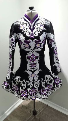 Oh my god I would commit acts of violence or sell my own organs to own this dress!