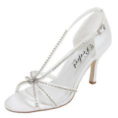 Los años 50 y los brillos del strass se hacen zapato en CASEY, una sandalia con el que estamos seguros que te sentirás la reina del baile en tu día B.