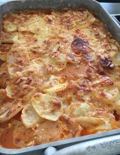 Köttfärsgratäng med potatis Ground Meat Recipes, Pizza, Happy Foods, Recipe For Mom, Love Food, Clean Eating, Food Porn, Dinner Recipes, Food And Drink