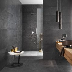Grey Bathroom Tiles, Bathroom Spa, Bathroom Goals, Bathroom Design Inspiration, Bad Inspiration, Slate Shower, Bathroom Design Luxury, Modern Room, Porcelain Tile