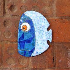 Купить Керамическое панно «Задумчивая Рыба» - Керамика, рыба, весёлая, синий, кракле, зелёный, белый